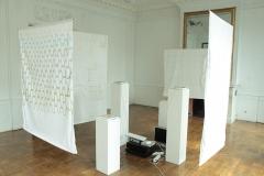 Composition, vue d'ensemble, kakemonos et haut-parleurs fabriqués, 2011